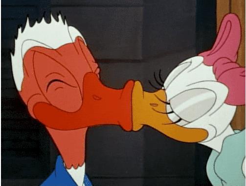 Гифка поцелуй мультяшный