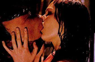 Страстные поцелуи гифки