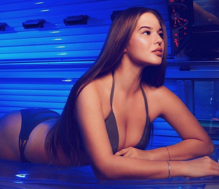 Мила Сайфутдинова фото в купальнике