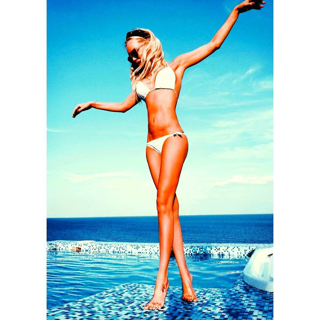 Олеся Судзиловская фото в купальниках