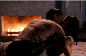 Гиф картинка страстный поцелуй